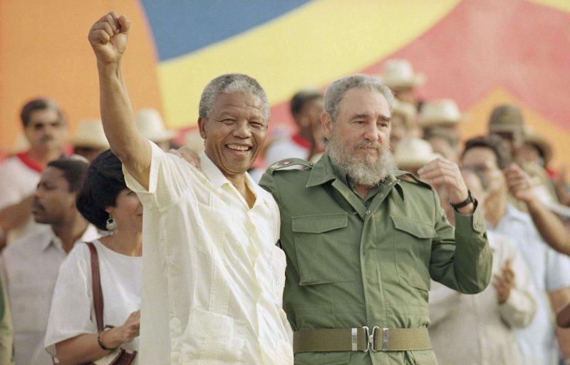 Nelson Mandela et Fidel Castro le 27 juillet 1991 à Cuba