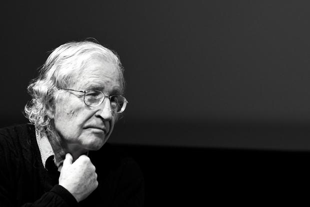 Noam Chomsky : un cri lumineux dans l'obscurité démocratique