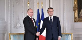 https://en.wikipedia.org/wiki/Emmanuel_Macron#/media/File:Vladimir_Putin_and_Emmanuel_Macron_(2017-05-29)_04.jpg
