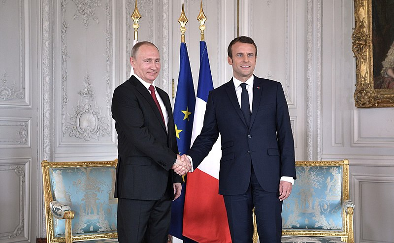 «Macron est le fondé de pouvoir de la classe dominante» – Entretien avec Bertrand Renouvin