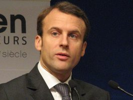 https://commons.wikimedia.org/wiki/File:2014.11.17_Emmanuel_Macron_Ministre_de_l_economie_de_lindustrie_et_du_numerique_at_Bercy_for_Global_Entrepreneurship_Week_(7eme_CAE_conference_annuelle_des_entrepreneurs).JPG