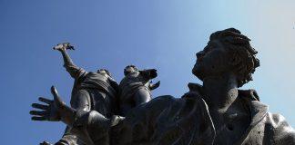 https://commons.wikimedia.org/wiki/File:Martyrs%27_Square_Statue_Beirut_Lebanon.jpg