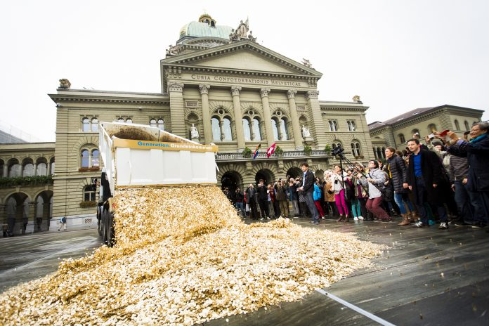 https://fr.wikipedia.org/wiki/Revenu_de_base#/media/File:Basic_Income_Performance_in_Bern,_Oct_2013.jpg