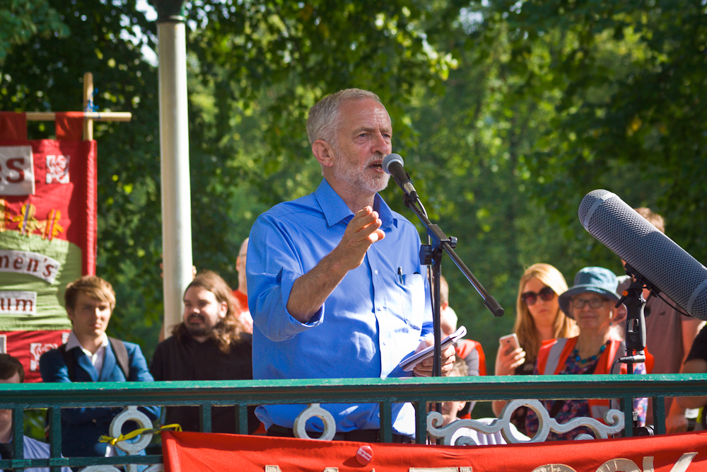 Comment le Labour britannique peut-il arriver au pouvoir ?