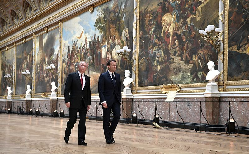 https://commons.wikimedia.org/wiki/File:Vladimir_Putin_and_Emmanuel_Macron_(2017-05-29)_10.jpg
