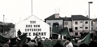 https://uk.wikipedia.org/wiki/%D0%A4%D0%B0%D0%B9%D0%BB:Free_Derry_Bloody_Sunday_memorial_march.jpg