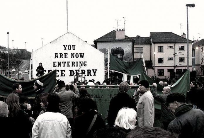 https://uk.wikipedia.org/wiki/%D0%A4%D0%B0%D0%B9%D0%BB:Free_Derry_Bloody_Sunday_memorial_march.jpg