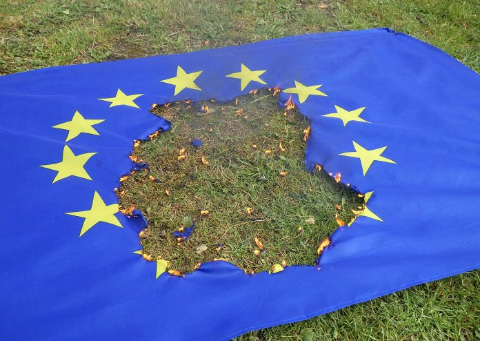 https://commons.wikimedia.org/wiki/File:Burning_EU_flag_20180930.jpg