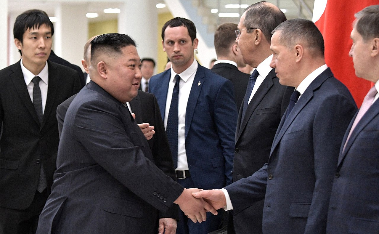 https://upload.wikimedia.org/wikipedia/commons/thumb/1/11/Kim_Jong-un_and_Vladimir_Putin_%282019-04-25%29_03.jpg/1280px-Kim_Jong-un_and_Vladimir_Putin_%282019-04-25%29_03.jpg