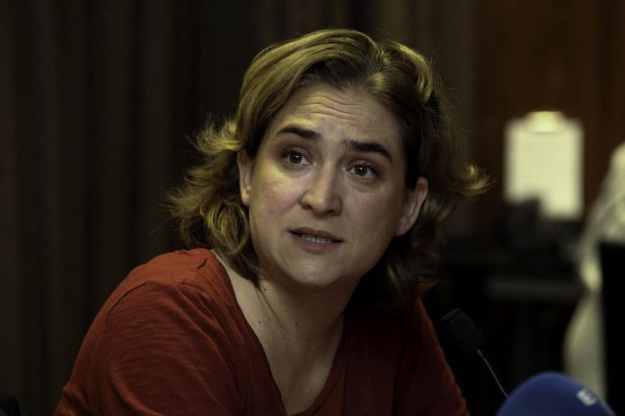 https://fr.wikipedia.org/wiki/Fichier:Barcelona,_rueda_de_prensa_con_Ada_Colau.jpg