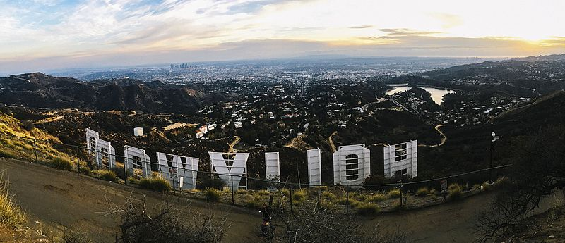 https://commons.wikimedia.org/wiki/File:Hollywood_sign_hill_view.jpg