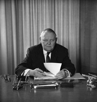 https://commons.wikimedia.org/wiki/File:Bundesarchiv_B_145_Bild-F015320-0001,_Ludwig_Erhard.jpg