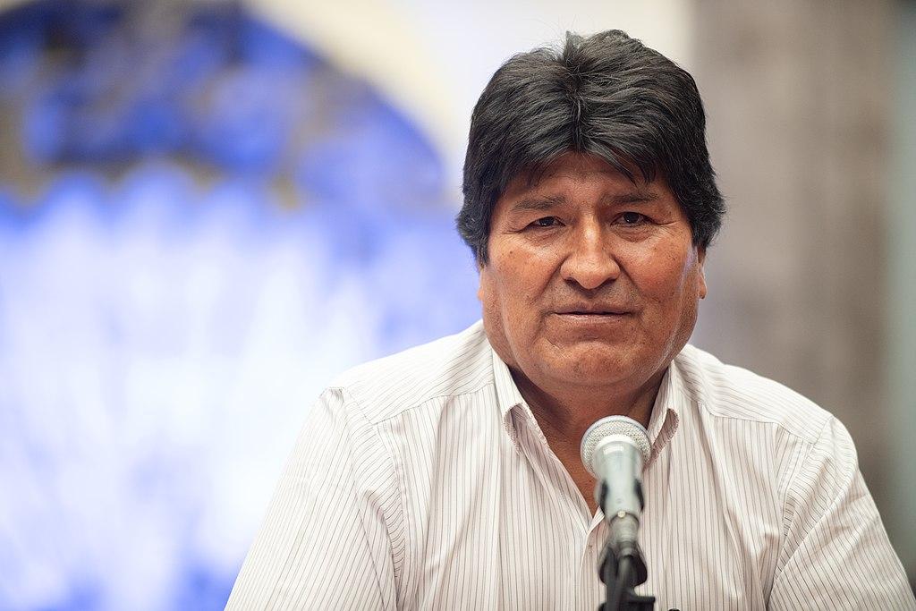 https://es.wikipedia.org/wiki/Evo_Morales#/media/Archivo:Conferencia_de_Prensa_de_Evo_Morales_en_el_Museo_de_la_Ciudad_de_M%C3%A9xico_2.jpg