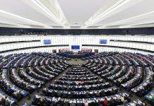 https://fr.m.wikipedia.org/wiki/Fichier:European_Parliament_Strasbourg_Hemicycle_-_Diliff.jpg