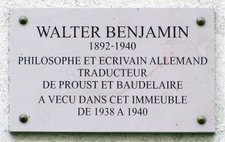 https://fr.m.wikipedia.org/wiki/Fichier:Walter_Benjamin_-_Plaque_comm%C3%A9morative_10_rue_Dombasle,_75015_Paris,_France.jpg