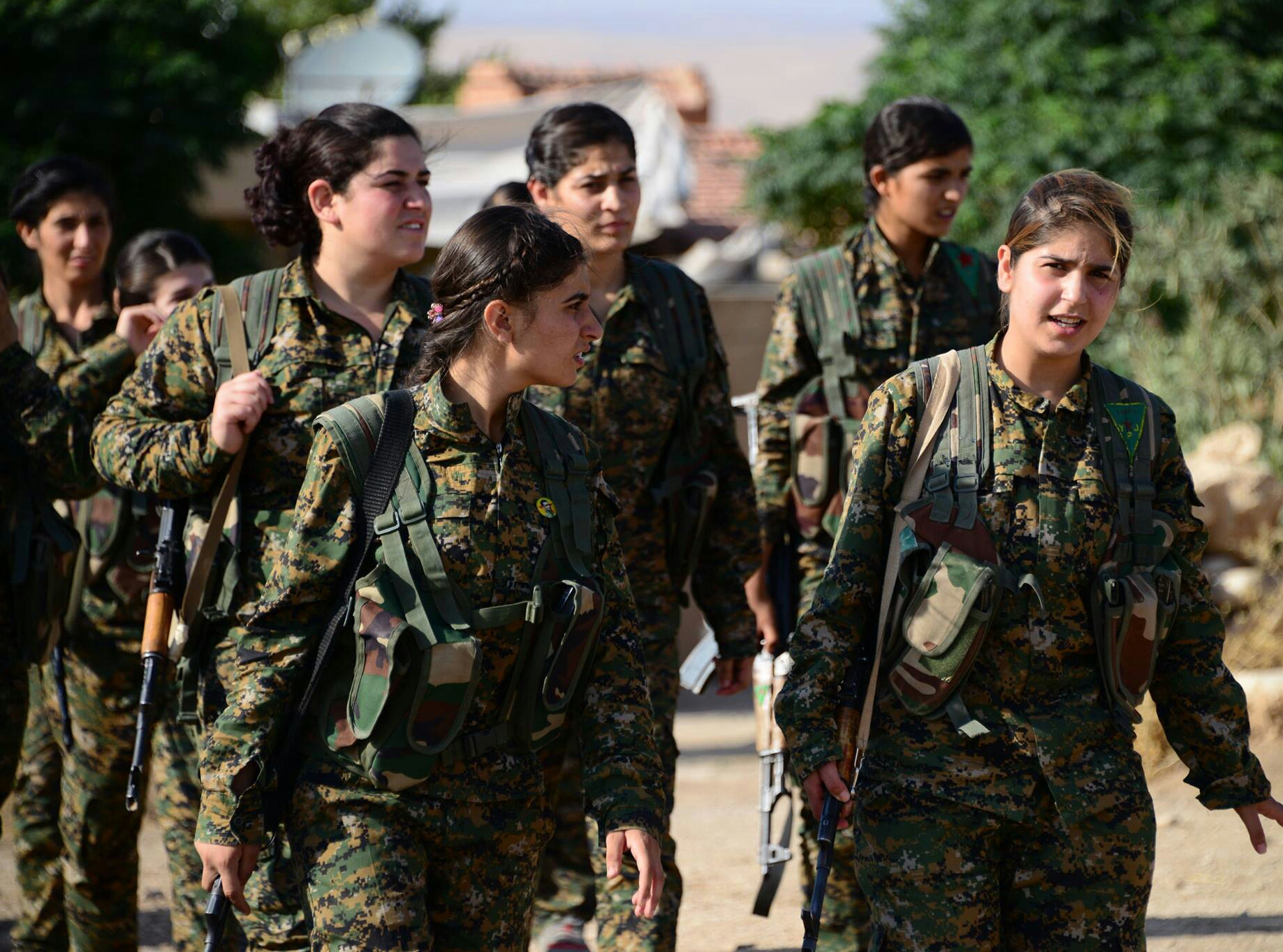 Combattantes kurdes Source: https://fr.wikipedia.org/wiki/Fichier:YPJ_fighters_3.jpg