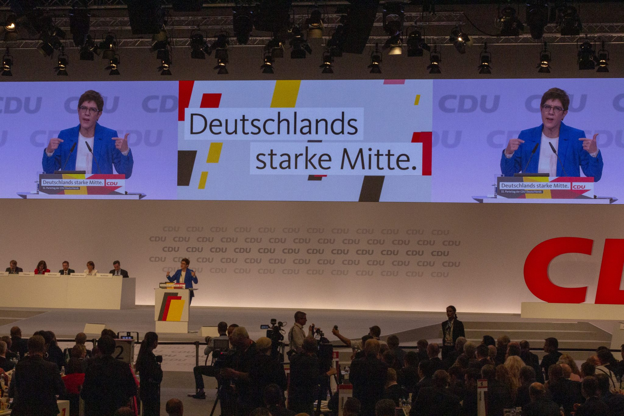 https://commons.wikimedia.org/wiki/File:2019-11-22_Annegret_Kramp-Karrenbauer_CDU_Parteitag_by_OlafKosinsky_MG_5455.jpg?uselang=de