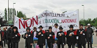 https://commons.wikimedia.org/wiki/File:Manifestation_against_politic_of_education_in_France_in_2003.jpg