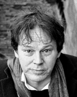 https://fr.m.wikipedia.org/wiki/Fichier:David_Graeber_2015-03-07_(16741093492)_(cropped).jpg