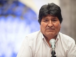 https://commons.wikimedia.org/wiki/File:Conferencia_de_Prensa_de_Evo_Morales_en_el_Museo_de_la_Ciudad_de_M%C3%A9xico_2.jpg