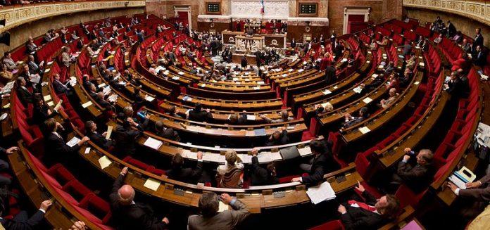 https://fr.wikipedia.org/wiki/Fichier:Panorama_de_l%27h%C3%A9micyle_de_l%27assembl%C3%A9e_nationale.jpg
