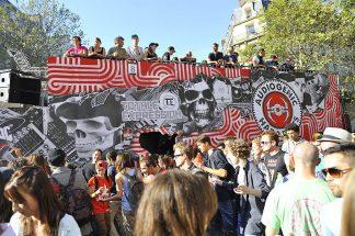 https://fr.wikipedia.org/wiki/Fichier:Techno_Parade_Paris_2012_(7989243458).jpg