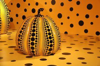 https://pixabay.com/fr/photos/yayoi-kusama-sculpture-1518695/