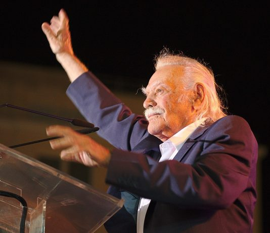 https://commons.wikimedia.org/wiki/File:Manolis_Glezos_with_LAE_1.jpg