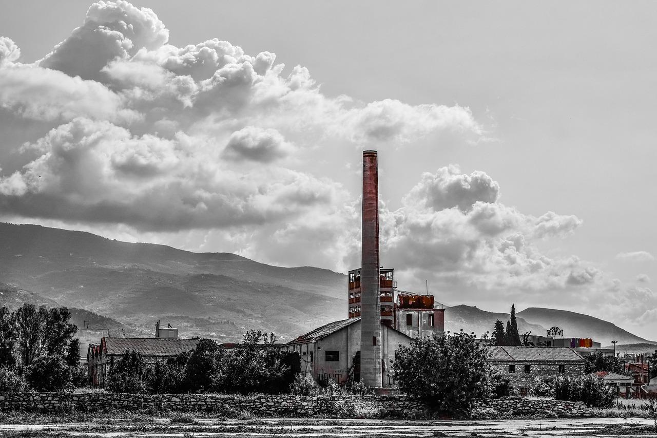 https://pixabay.com/fr/photos/usine-vieux-abandonn%C3%A9s-industrielle-2743167/
