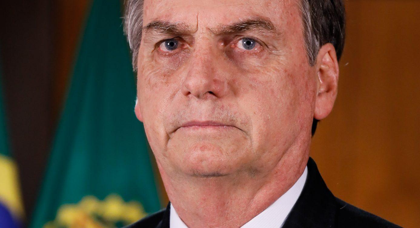 https://es.wikipedia.org/wiki/Archivo:Jair_Bolsonaro_em_24_de_abril_de_2019_(1)_(cropped).jpg
