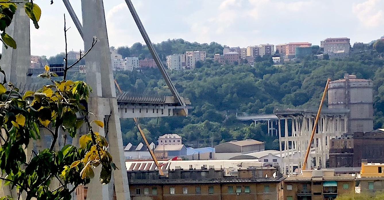https://commons.wikimedia.org/wiki/File:Il_Ponte_Morandi_dopo_il_crollo,_visto_da_Est,_panoramica.jpg