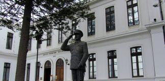https://es.m.wikipedia.org/wiki/Archivo:Museo_Maritimo_-monum_almte_JTMerino_-esc_Arturo_Hevia_f1.jpg