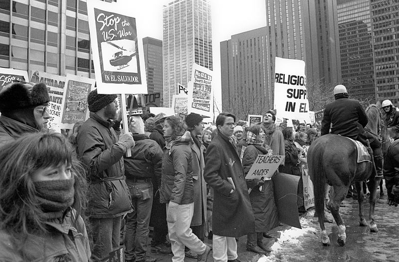 https://commons.wikimedia.org/wiki/File:Protest_against_the_Salvadoran_Civil_War_Chicago_1989_5.jpg