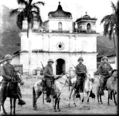 https://commons.wikimedia.org/wiki/File:Soldados_Salvadore%C3%B1os_patrullando_el_%C3%A1rea_fronteriza_con_Honduras_durante_la_guerra_de_las_100_horas,_1969.jpg