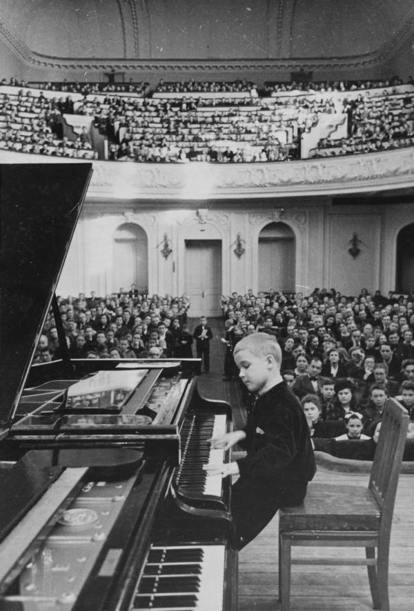 http://www.borisbekhterev.com/?q=en/image/school-concert-moscow-conservatory-hall
