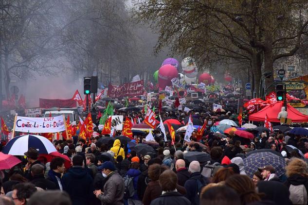 https://commons.wikimedia.org/wiki/File:Manifestation_contre_la_loi_Travail_9_avril_2016_04.JPG