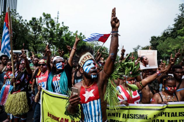 https://www.gettyimages.fr/detail/photo-d%27actualit%C3%A9/papuan-students-shout-slogans-during-a-rally-in-photo-dactualit%C3%A9/1164516631