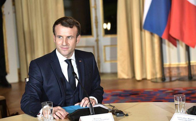 https://upload.wikimedia.org/wikipedia/commons/thumb/b/bf/Emmanuel_Macron_%282019-10-09%29_03.jpg/1024px-Emmanuel_Macron_%282019-10-09%29_03.jpg